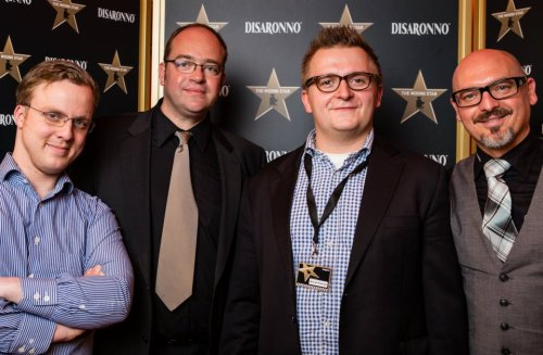 Von links: Juror Arnd Heissen (Curtain Club im Ritz Carlton zu Berlin), Peter Eichhorn, Michael Prescher (Sieger des Wettbewerbs), Emanuele Ingusci (Markenbotschafter DiSaronno)